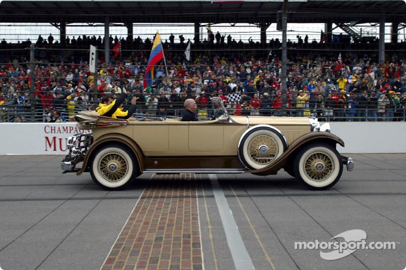 Desfile de pilotos Giancarlo Fisichella y Ralph: Firman