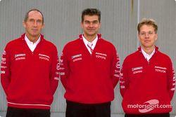 Photoshoot Toyota : Les ingénieurs de course Humphrey Corbett, Dieter Gass et Ossi Oikarinen