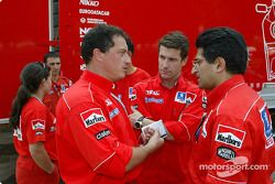 Emilie Le Fur, Christian Deltambe, FX Demaison et Michel Nandan, ingénieurs du Team Peugeot