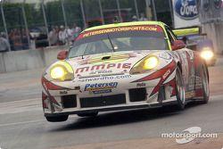 #31 White Lightning/Petersen Motorsports Porsche 911 GT3RS: Michael Petersen, Johnny Mowlem, Craig S