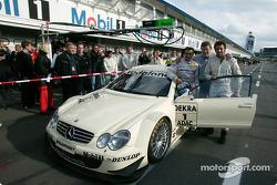 Mercedes-Sportchef Norbert Haug, Jean Alesi, Fußballer Alessandro del Piero und das Mercedes-DTM-Ren
