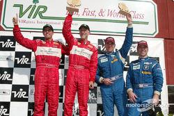 Podium GT : Les vainqueurs Cort Wagner et Brent Martini, ainsi que Brian Cunningham et Hugh Plumb