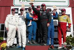 Podium GTS : les vainqueurs Paul Alderman, Steve Lisa et David Rosenblum, avec Tommy Riggins, David