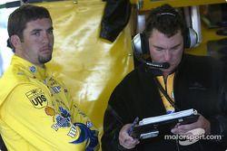 Elliott Sadler avec son chef-mécanicien Todd Parrott
