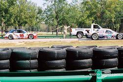 La #69 Marcus Motorsports BMW M3 de Brian Cunningham et Hugh Plumb derrière le camion