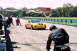 Arrêt au stand pour la #45 Michael Baughman Racing Firebird de Mike Yeakle, Sam Shanaman et Brett Sh