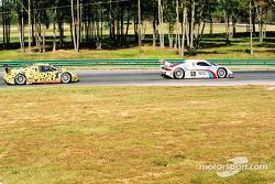 #59 Brumos Racing Porsche Fabcar: Hurley Haywood, J.C. France, et #8 G&W Motorsports BMW Picchio DP2: Darren Law, Patrick Huisman