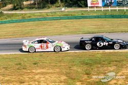 #5 Gilbert Racing Corvette: James McAndrew, Henry Gilbert, et #18 TPC Racing Porsche GT3 Cup: Michae