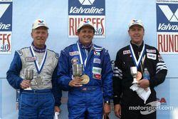 John Mirro, vainqueur, avec Dennis Pavlina et Keith Young Jr.