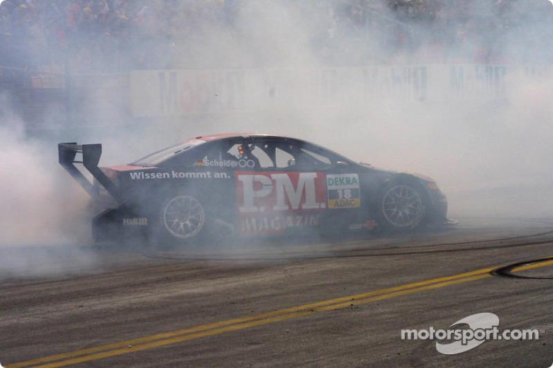 Timo Scheider smokes the tires