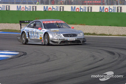 Christijan Albers smokes the tires