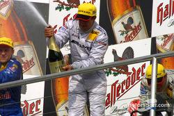 Podium: champagne for Jean Alesi