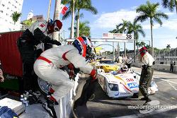 Entraînement aux arrêts au stand chez Team ADT Champion Racing