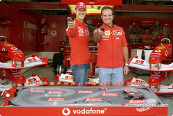 Michael Schumacher y Rubens Barrichello juegan DigiQFormula