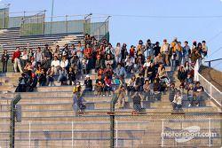 Fans de Suzuka en jueves por la tarde