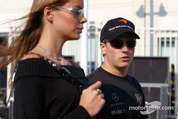 Kimi Raikkonen con su novia