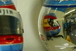 Cascos de Jarno Trulli y Fernando Alonso