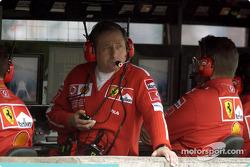 Jean Todt y Ross Brawn miran la calificación