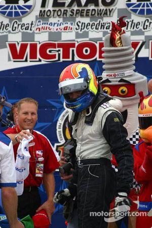 Thiago Medeiros arrives on victory lane