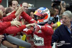 Podio: ganador de la carrera Rubens Barrichello celebra Coulthard