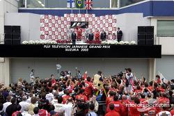 Podio: ganador de la carrera Rubens Barrichello, el segundo lugar Kimi Raikkonen y el tercer lugar David Coulthard