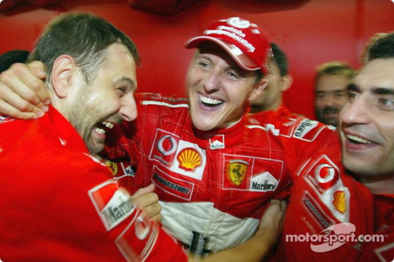 ¿Y cuándo fueron hexacampeones? Schumacher lo fue con 34 años, 9 meses y 9 días, en su 12ª temporada completa en F1.