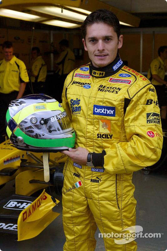 Giancarlo Fisichella muestra su nuevo casco