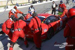 Arrêt au stand pour la #08 Prodrive Ferrari 550 Maranello de Jérôme Policand, Jan Lammers et Frédéric Dor