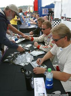 Séance d'autographes : Johnny Herbert et JJ Lehto