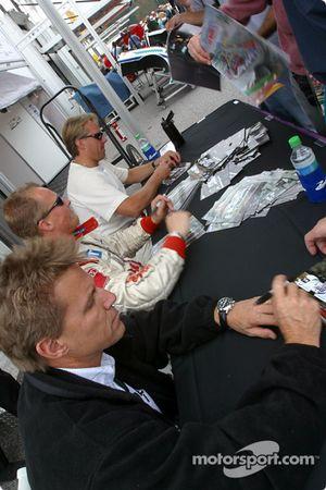 Autograph session: Stefan Johansson