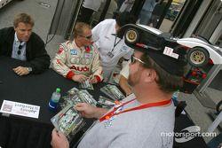 Autograph session: Stefan Johansson and Johnny Herbert