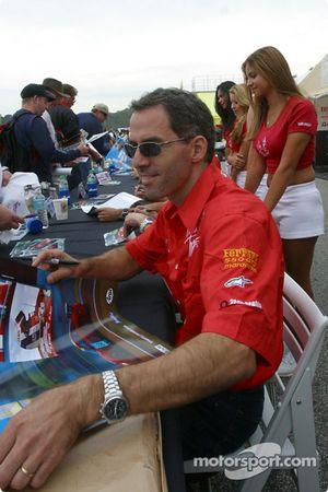 Autograph session: Alain Menu