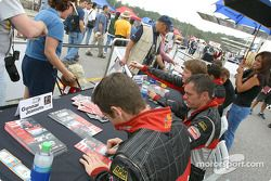 Autograph session: Scott Maxwell and Gunnar Jeannette