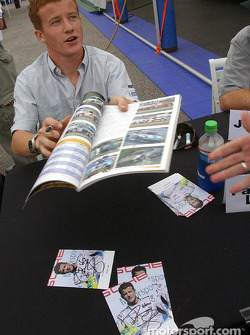 Séance d'autographes : Patrick Long