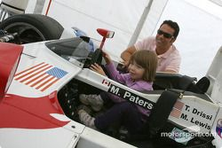 Autograph session: Tomy Drissi and a new fan
