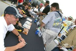 Autograph session: Kelly Collins