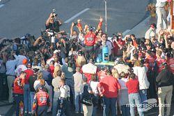 Jeff Gordon célèbre la victoire