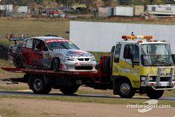 La course des Holden Young Lions est finie après que Tony Riccardello a heurté le mur