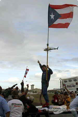 Wally Castro célèbre sa victoire