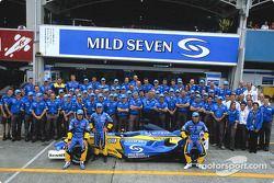 Fernando Alonso, Jarno Trulli, Allan McNish y el equipo Renault F1