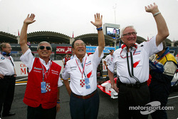 Akihiko Saito, Fujio Cho and Ove Andersson wave to the fans
