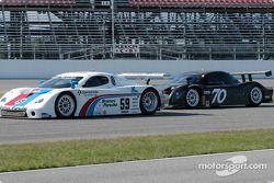 #59 Brumos Racing Porsche Fabcar: Hurley Haywood, J.C. France, et #70 SpeedSource Ford Multimatic: S