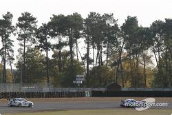 #86 Larbre Competition Chrysler Viper GTSR: Christophe Bouchut, Vincent Vosse, et #34 Noel Del Bello Porsche GT3-RS: Jean-Luc Maury-Laribière, Philip Collin