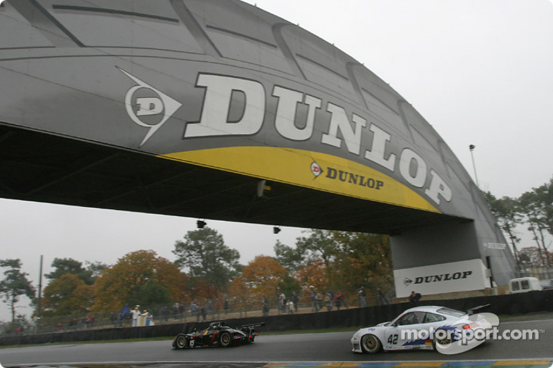 #15 Bonnet Didier Debora Mader: Roland Bossy, Renaud Derlot, et #42 T2M Motorsport Porsche GT3-RS: Georges Forgeois, Paul Daniels, Win Coekelbergs