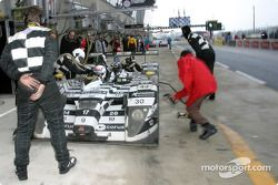 Arrêt au stand pour la #8 Racing for Holland Dome Judd S101 de Jan Lammers et Andy Wallace