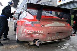 Arrêt au stand pour la #40 Seikel Motorsport Porsche GT3-RS de Gabrio Rosa, Johnny Mowlem et Alex Caffi