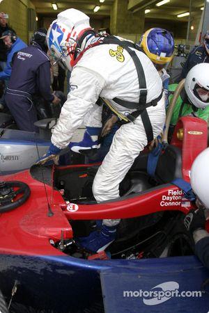 Arrêt au stand pour la #18 Intersport Racing Field Lola EX257/AER de Jon Field, Duncan Dayton et Larry Connor