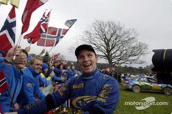 Petter Solberg célèbre le titre avec ses fans norvégiens