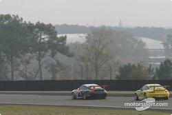 #48 Olivier Baron Porsche GT3-RS: André-Alain Corbel, Denis Cohignac, Bruno Houzelot, et #38 PK Sport Ltd Porsche GT3-RS: Robin Liddell, Jean-Philippe Belloc