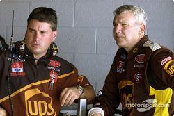 Dale Jarrett et son chef d'équipe Shawn Parker